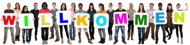 Lachende Gruppe junge Leute People multikulturell halten Wort willkommen Freisteller